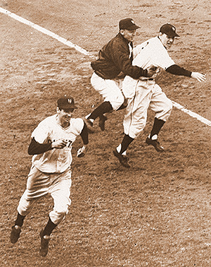 Bobby Thomson rounds third on way home after hitting HR to win 1951 NL pennant
