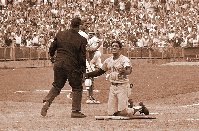 Willie Mays argues with umpire during 1973 World Series