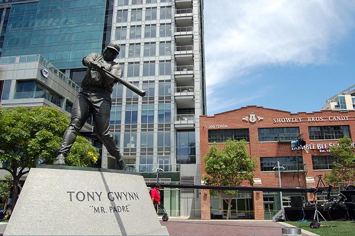 Tony Gwynn statue